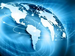 Az internet felhasználók száma milyen arányban van a Facebook közösségi oldallal?