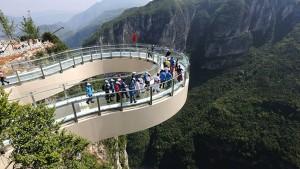 Kína turisztikai látványosságai – az üvegpadlós kilátó