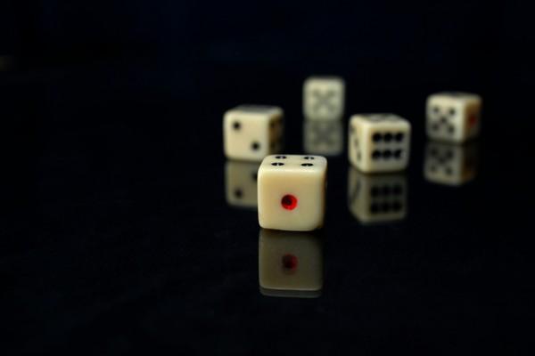 dices-1417012-639x431